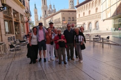 nos pèlerins sur la Plaza del Pilar de Saragosse